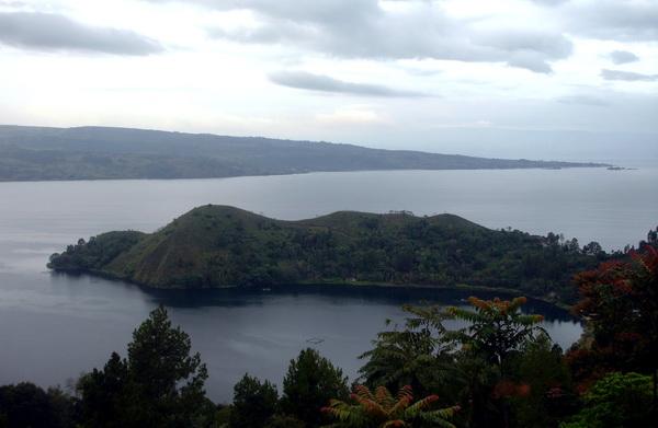 a view to Samosir - island in Lake Toba. (Photo: joko guntoro)
