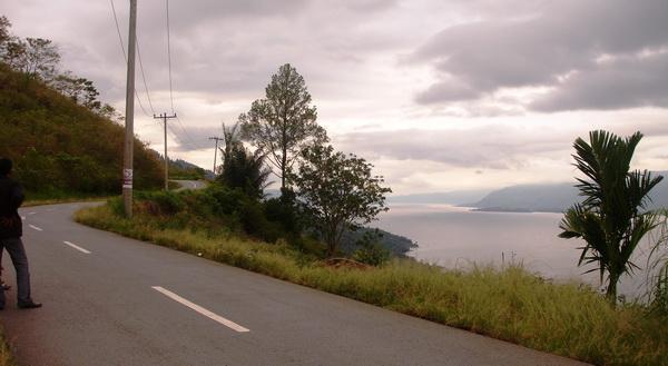 a road to Parapat - a town before crossing to Lake Toba - from Town of Merek, Kabanjahe (photo: joko guntoro)