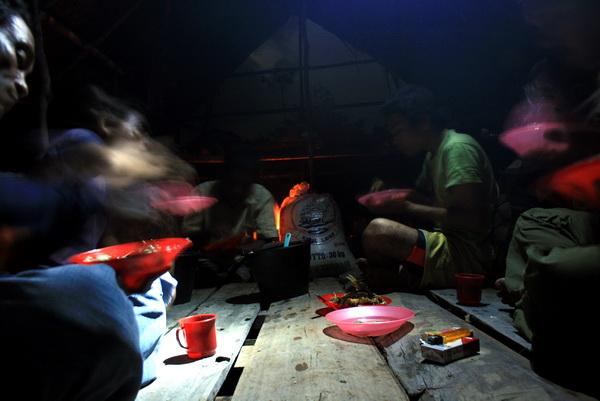 let us eat at night, romantic isn't it? :-) (photo: joko guntoro)
