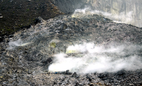 sulfurous gases (photo credit: joko guntoro)