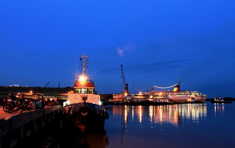 situation of Port of Belawan (photo: joko guntoro)