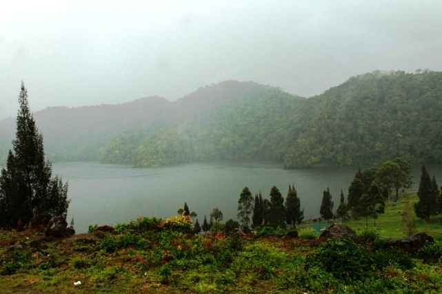 in the base camp area, there are a lake Lauk kawar. we can see this lake from the top of the mountaion if the weather in good condition. (photo: joko guntoro)