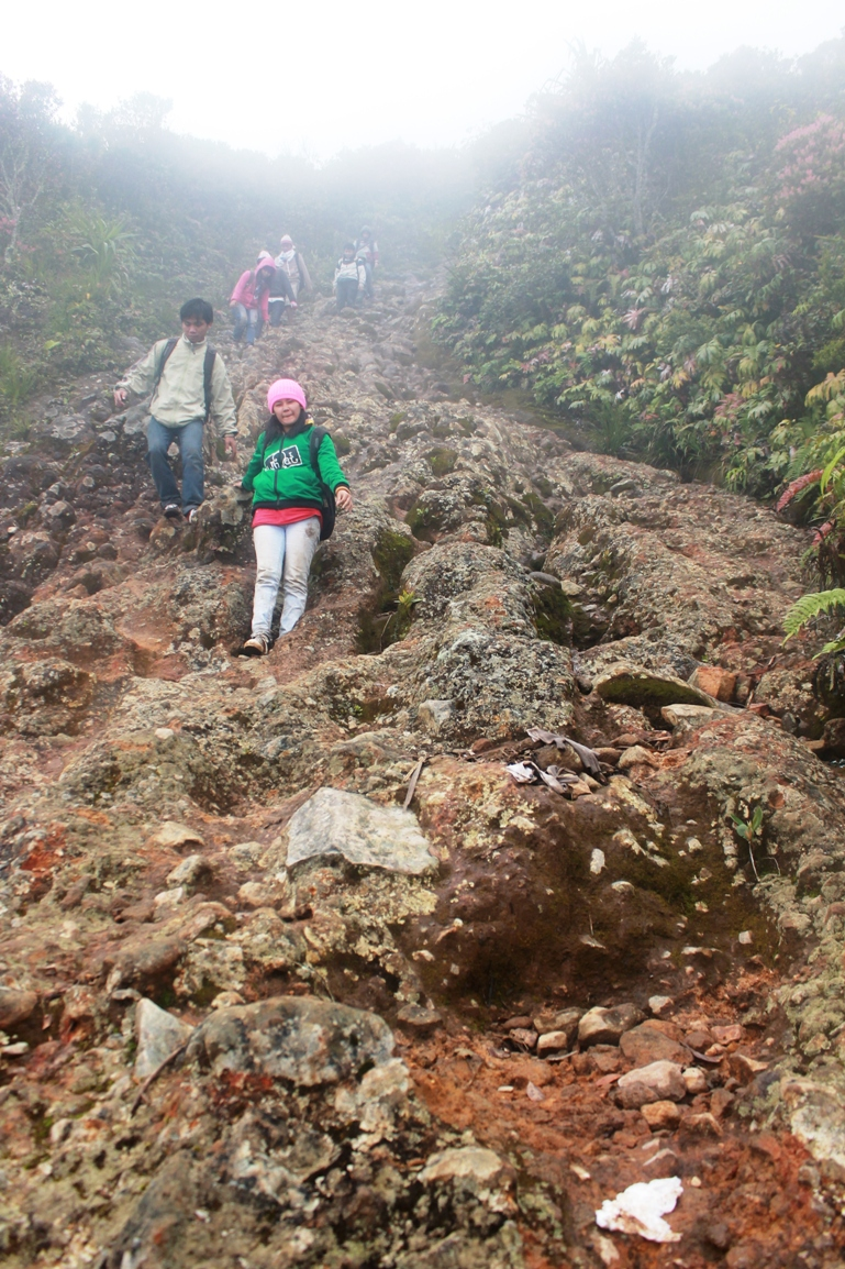 after spent about two hours at the top, then we are going bakc to the base camp, interesting trail was not it? (photo: joko guntoro)