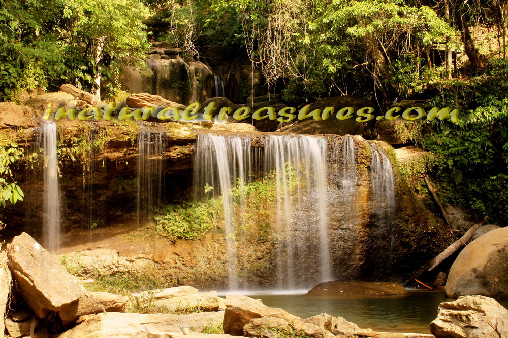 rainbow_waterfall_air terjun pelangi_natural treasures_com